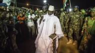 Kann auch nach 22 Jahren nicht von der Macht lassen: Gambias abgewählter Präsident Yahya Jammeh im November 2016 in Brikama