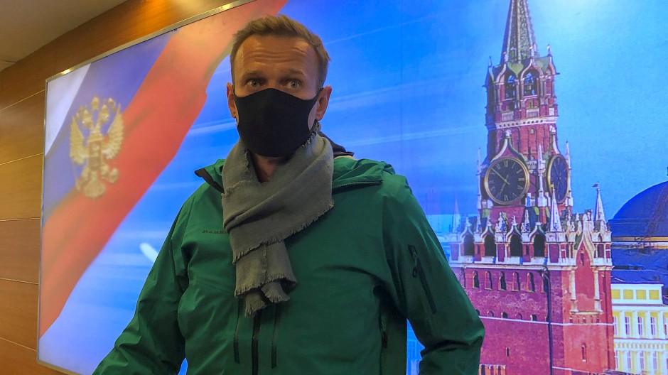 Die letzten Momente in Freiheit: Nawalnyj am 17. Januar kurz vor der Festnahme am Moskauer Flughafen