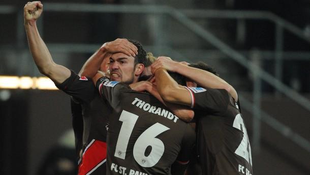 St. Pauli besiegt Cottbus klar mit 3:0