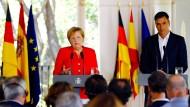 Bundeskanzlerin Angela Merkel (CDU) bei einer Pressekonferenz mit dem spanischen Ministerpräsidenten Pedro Sánchez