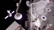 Die russische Sojus an der Raumstation ISS