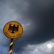 Der einköpfige Adler als deutsches Wappentier knüpft an preußische Tradition an.