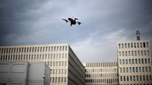 BKA hält Drohnenangriffe auf Fußballstadien für möglich