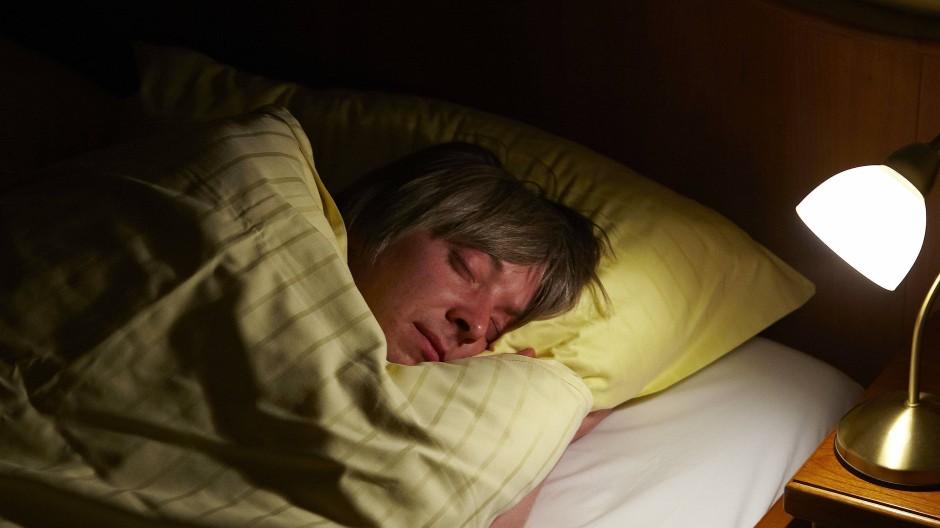 Gefährliche Nachtmusik: Ohrwürmer können den Schlaf stören.