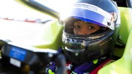 Frauen in schnellen Autos schreiben Geschichte
