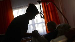 Deutschland wirbt Pflegekräfte im Ausland an