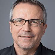 """Joachim Müller-Jung- Portraitaufnahme für das Blaue Buch """"Die Redaktion stellt sich vor"""" der Frankfurter Allgemeinen Zeitung"""