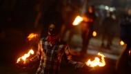 El Salvador vertreibt Teufel mit einer feurigen Schlacht