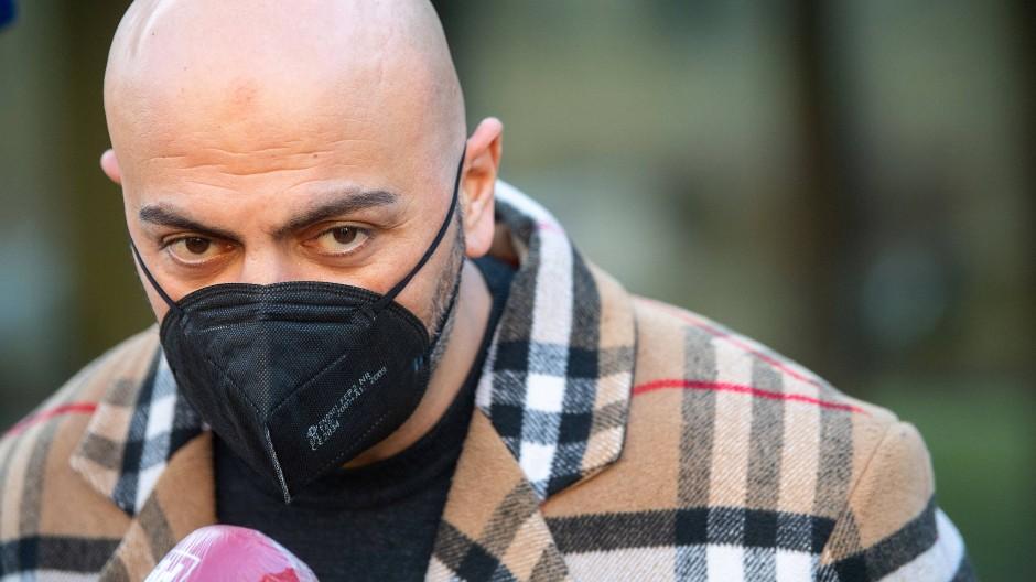 Rapper Xatar nach Prozessbeginn vor dem Stuttgarter Landgericht