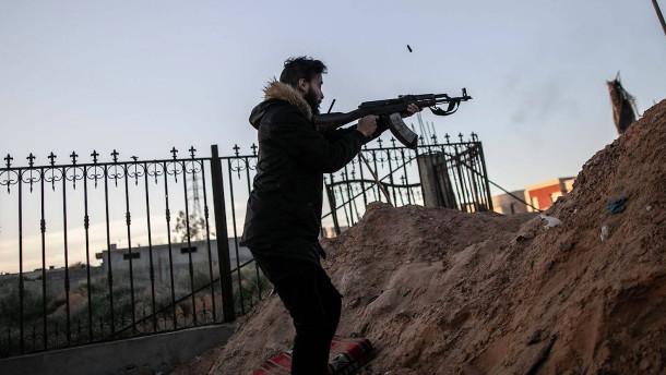 Mindestens eine Tote nach Kämpfen nahe Tripolis