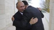 Russlands Präsident Putin traf sich am Montag mit Syriens Staatschef Assad.