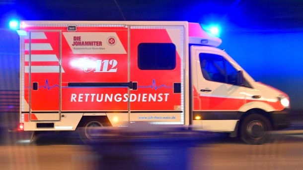 Fünf Menschen bei Autounfall schwer verletzt
