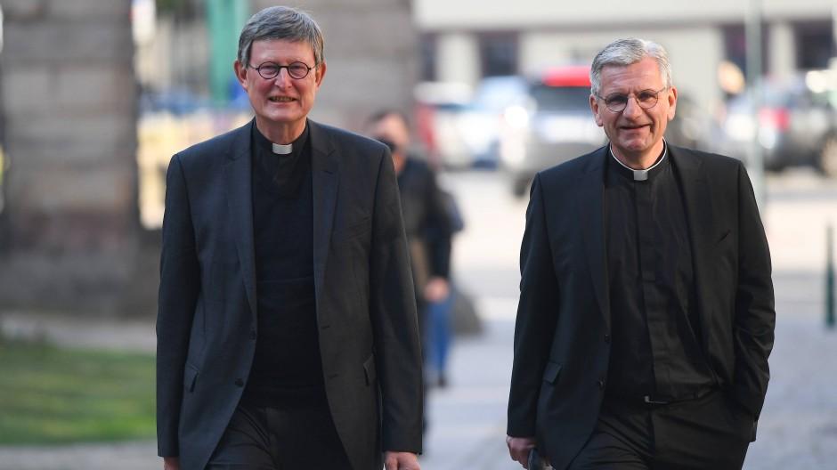 Von nun an gehen sie getrennte Wege: Kardinal Woelki hat seinen Weihbischof Schwaderlapp von den Dienstpflichten entbunden.