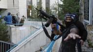 Synagogenbesucher mit Messern und Äxten getötet