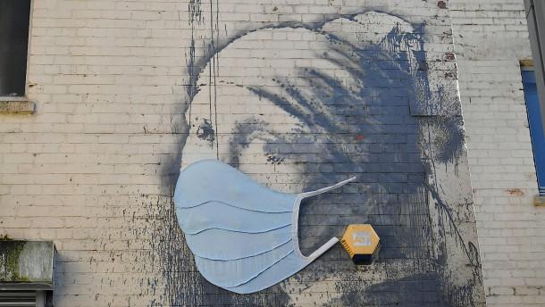 Die Maske lehrt uns Demut