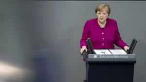 Was sagt die Kanzlerin im Bundestag zu den neuen Corona-Regeln?