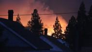 Feuer wütet in Kleinstadt