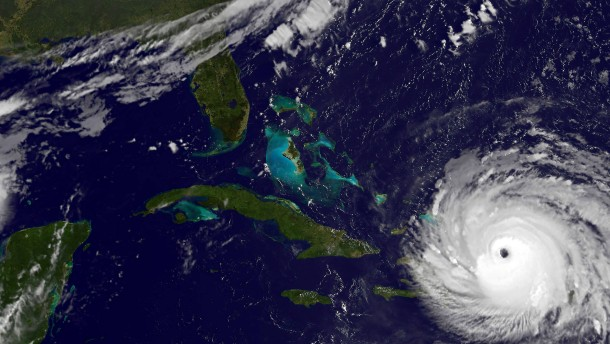 """Flugzeug steuert haarscharf an """"Irma"""" vorbei"""