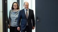 Für die SPD-Vorsitzende Andrea Nahles und ihren Stellvertreter Olaf Scholz hat das die Rente im Wahlkampf einen hohen Stellenwert.