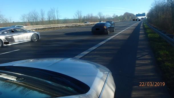 """""""Hochzeitsgesellschaft"""" blockiert Autobahn"""