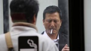 Tokio streitet über Rauchverbote