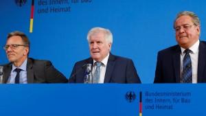Seehofer fordert mehr Polizeipräsenz an Bahnhöfen