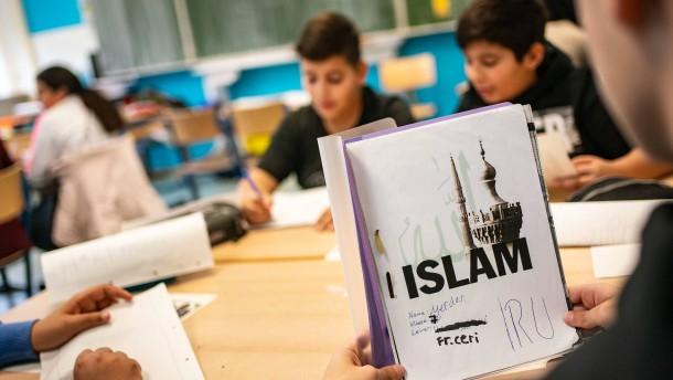 NRW stellt Islamunterricht neu auf