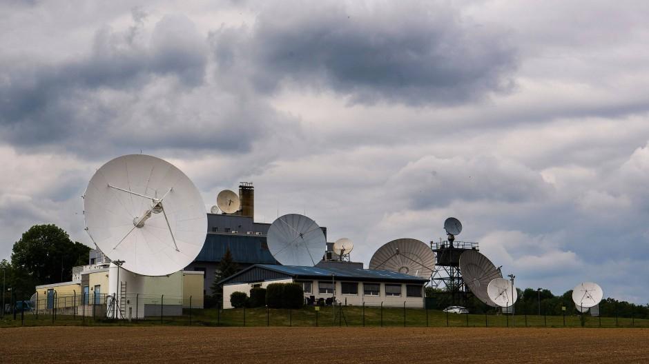 Technik steht an der Außenstelle Schöningen des Bundesnachrichtendienstes (BND) im Landkreis Helmstedt.