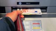 Gebühren fürs Geldabheben? Ein Grund mehr, das Konto zu wechseln.