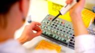 Im Labor entstehen die neuen Genscheren: Können sie Heilung gegen schwere Krankheiten bringen?