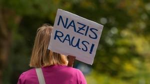 Nazis raus?