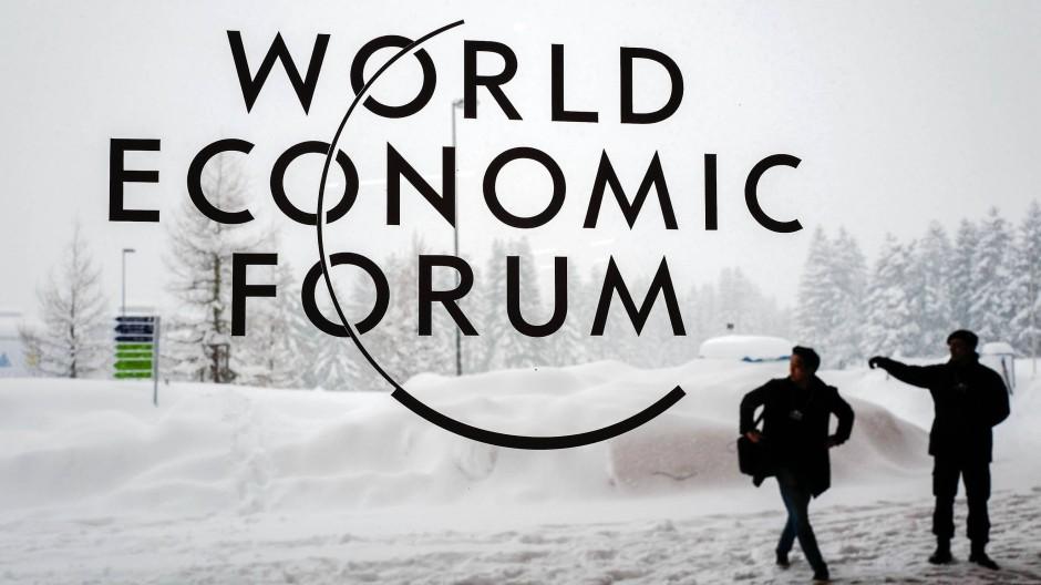 Weltwirtschaft im Schnee: Warum treffen sich führende Politiker und Top-Manager eigentlich in Davos?