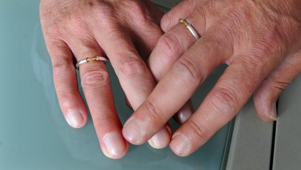 Zeitung: CDU steht vor Kurswechsel bei der Homo-Ehe