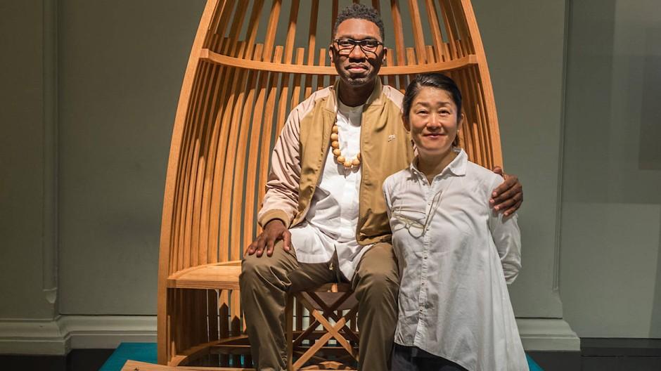 Die Bank Au der Designerin Tomoko Azumi steht jetzt im Garten von Kwame Kwei-Armah vom Young Vic Theatre.
