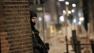 Dänische Einsatzkräfte positionierten sich in der Nacht auf Sonntag in Kopenhagen.