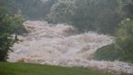 23. August, Hawaii: Schwere Regenfälle auf Hawaii,  ausgelöst von Hurrikan Lane. Die Folgen sind  Überschwemmungen und Erdrutsche.