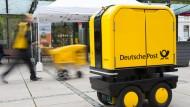 """Simpel, robust und bis zu dreihundert Kilo schwer: der neue """"Postbot"""" im Testlauf"""