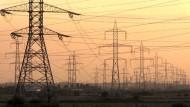 Der Strompreis, den Verbraucher in Deutschland zahlen müssen, hat im Mai einen neuen historischen Höchststand erreicht.