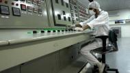 Ein iranischer Techniker arbeitet an einer Uran-Aufbereitungsanlage in Isfahan.