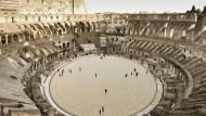 So wie in dieser Simulation sollen einmal Touristen über den neuen Holzboden des Kolosseums laufen.