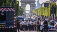 Auto mit Sprengstoff rammt Polizeiwagen