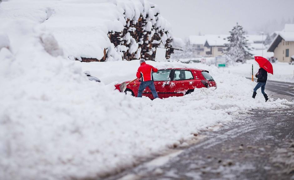 Die Schneefälle der vergangenen Tage sorgen in Teilen Österreichs für massive Gefahren und Behinderungen.