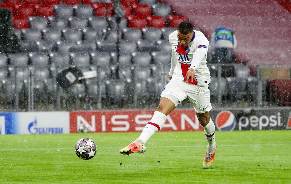 Der erste PSG-Treffer: Kylian Mbappé mit voller Wucht.