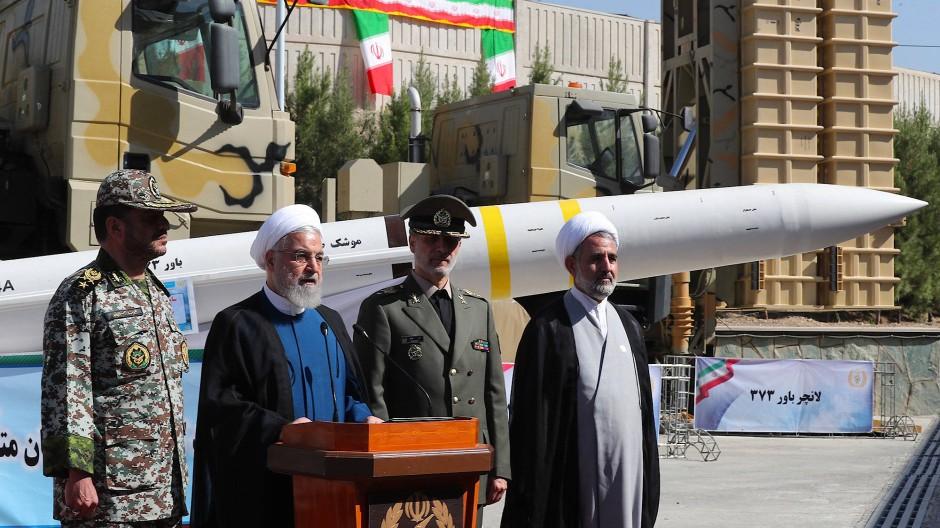 Irans Präsident Hassan Ruhani  spricht während einer Zeremonie zur Enthüllung des neuen Raketenabwehrsystems Bavar-373 im August 2019.