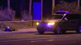 Selbstfahrendes Auto fährt Fußgängerin an