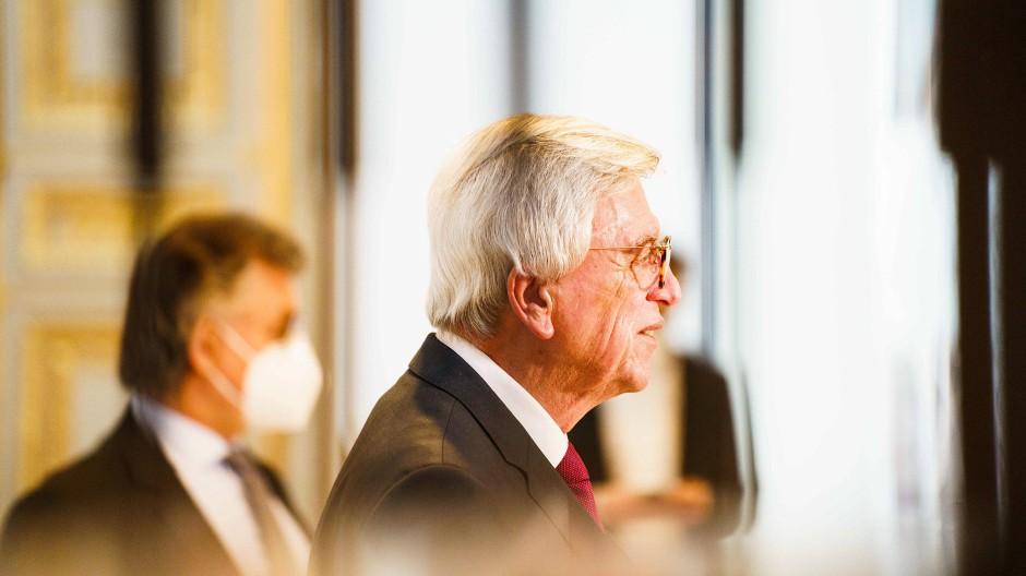 Hessens Ministerpräsident Volker Bouffier (CDU) unterstützt den Vorschlag von Armin Laschet, den Bund-Länder-Gipfel früher abzuhalten.