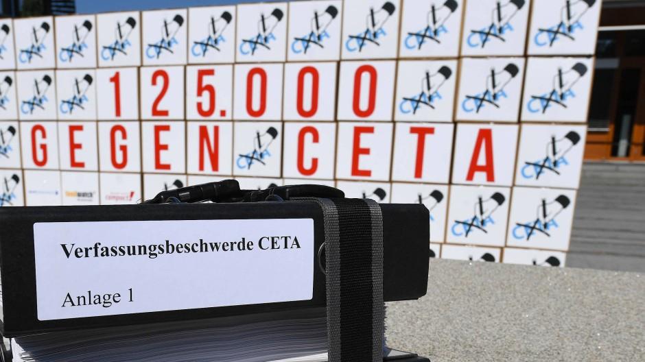 125.000 Bürger klagen gegen Freihandelsabkommen CETA