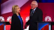 So heiter verlief der Abend bei den Demokraten nicht immer: Präsidentschaftsbewerber Clinton, Sanders