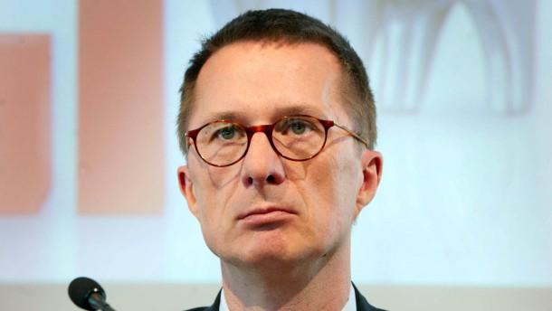 Neue Führung kämpft gegen Mittelabflüsse