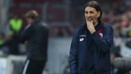 Der Mainzer Trainer Schmidt steht beim Spiel gegen Freiburg unter Druck.